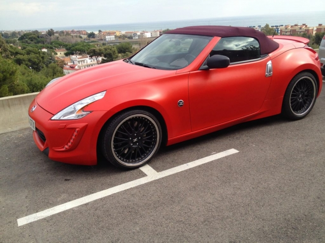 Nissan 370Z cabrio rojo mate